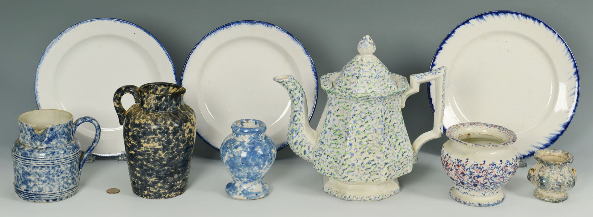 Lot 633: 9 Spatterware and spongware related items