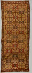 Lot 661: Semi-Antique Qashqa'i Runner, 3.5 x 9