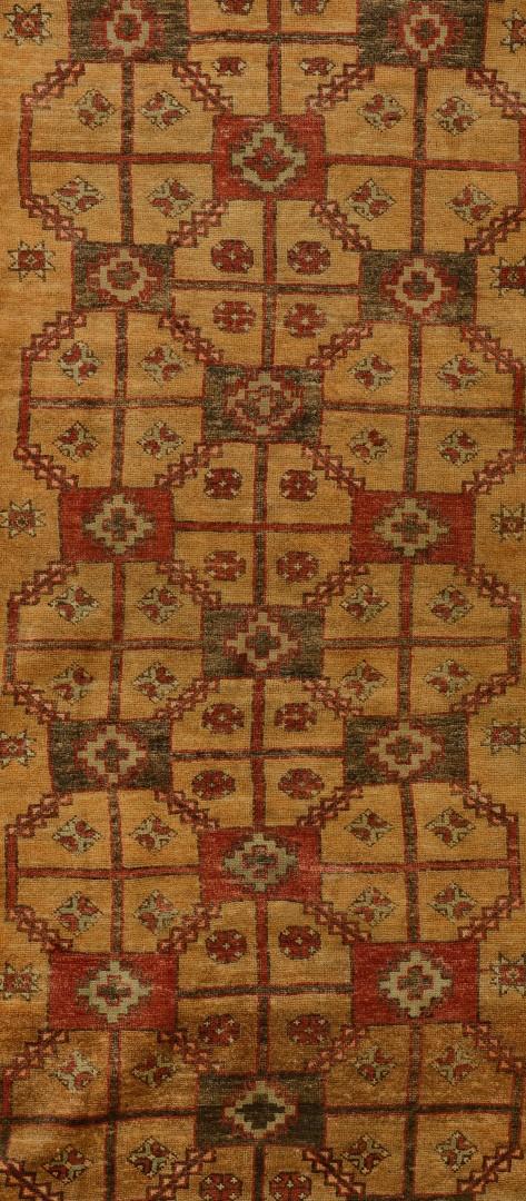 Lot 661: Semi-Antique Qashqa'i Runner, 3.5 x 9