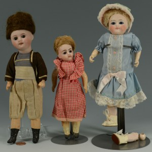 Lot 676: 3 Small French Dolls inc. SFBJ, Verligue