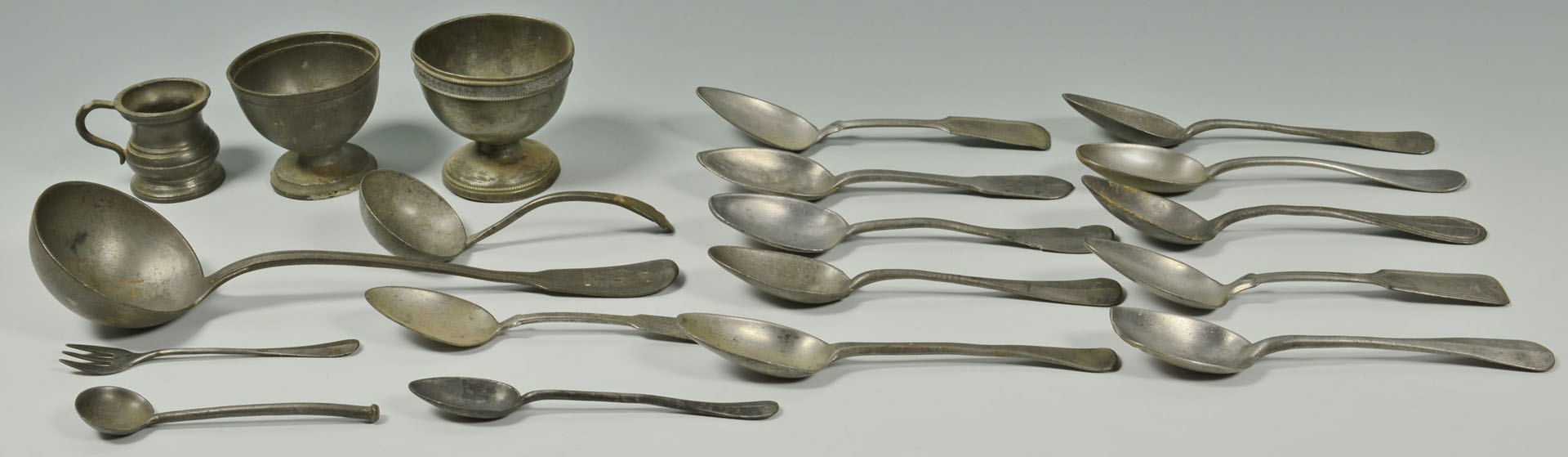 Lot 686: Large Grouping of Pewter, 30 pieces