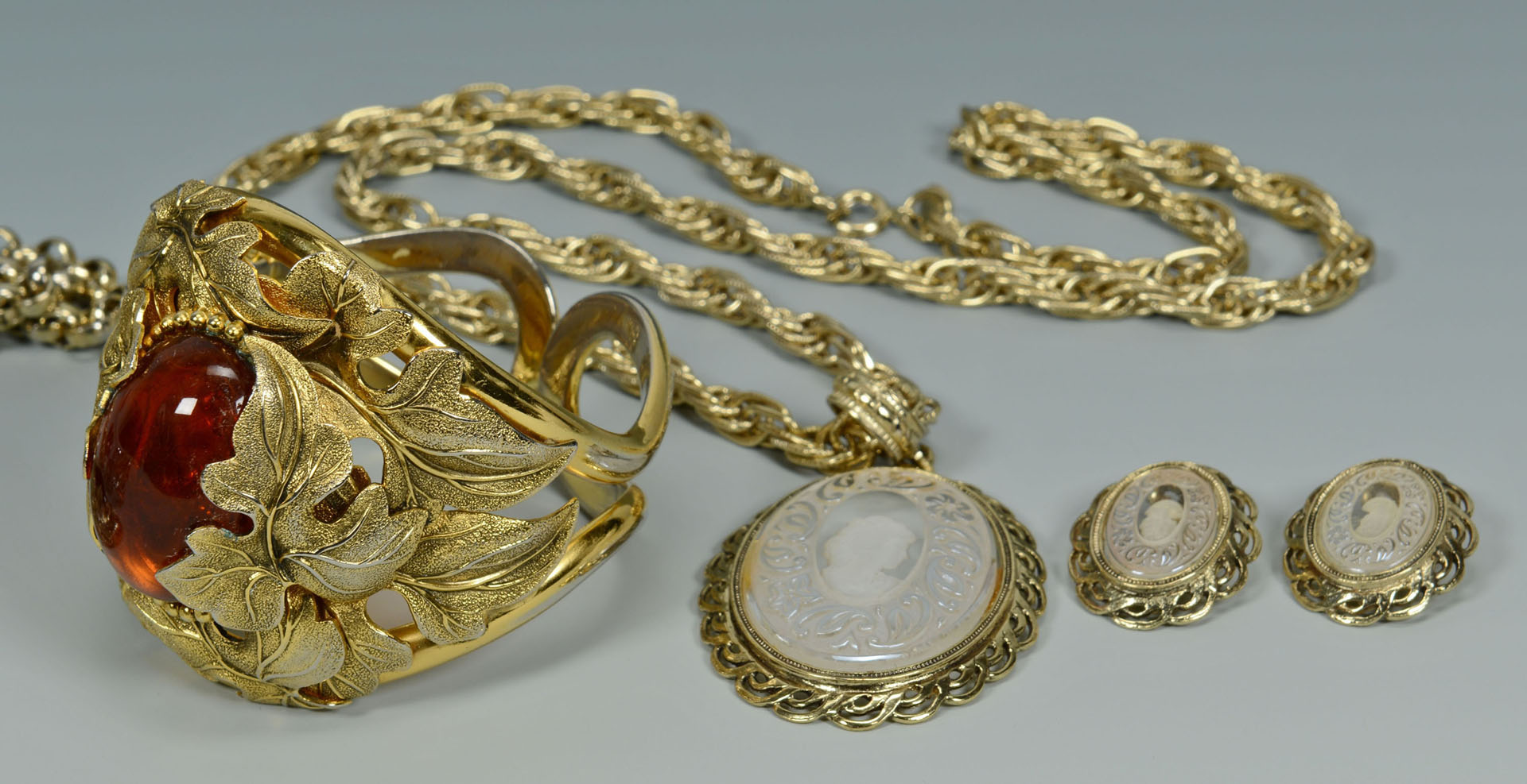 Lot 749: Whiting & Davis Costume Jewelry, 7 pcs