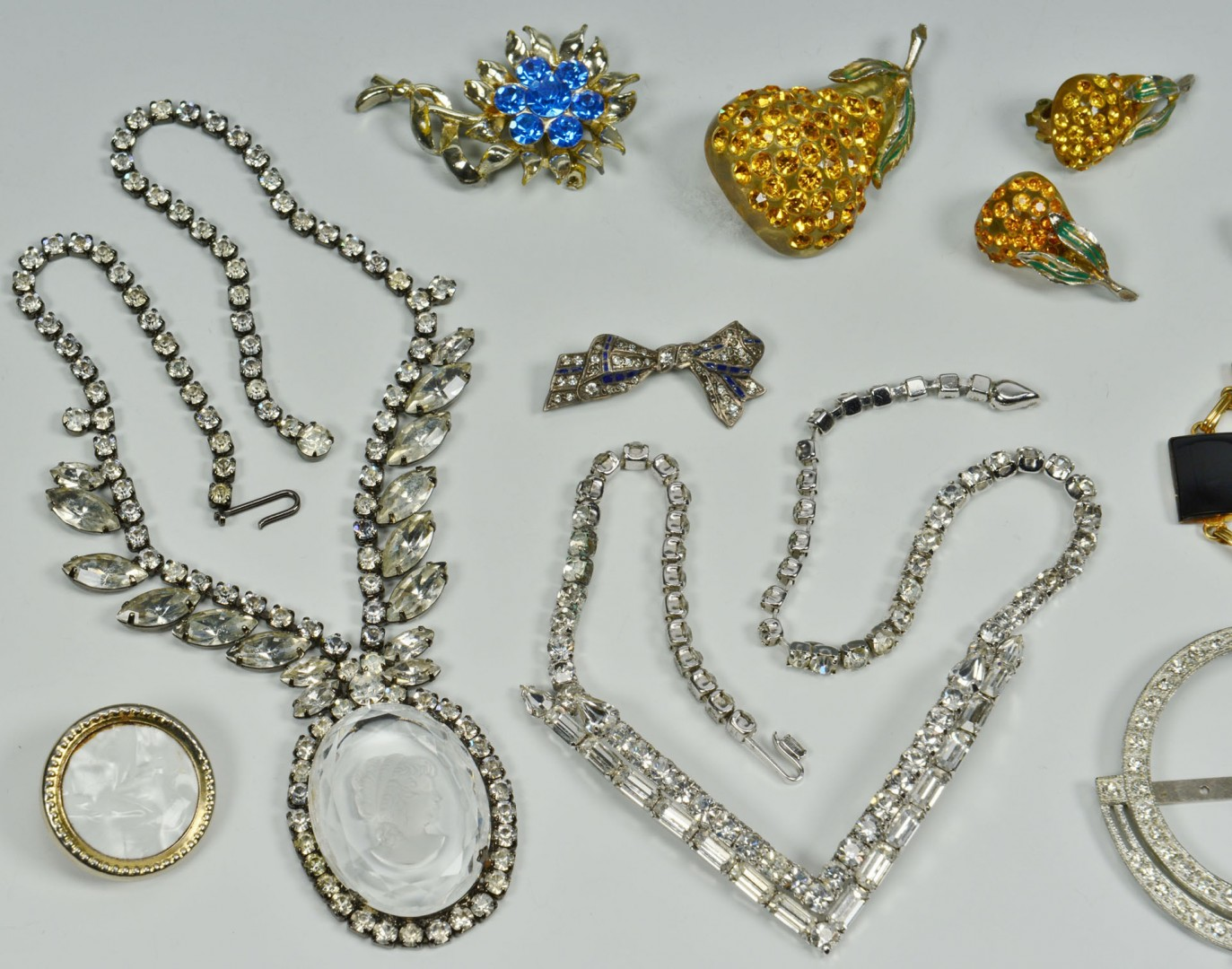 Lot 752: Vintage Costume Jewelry, 13 items