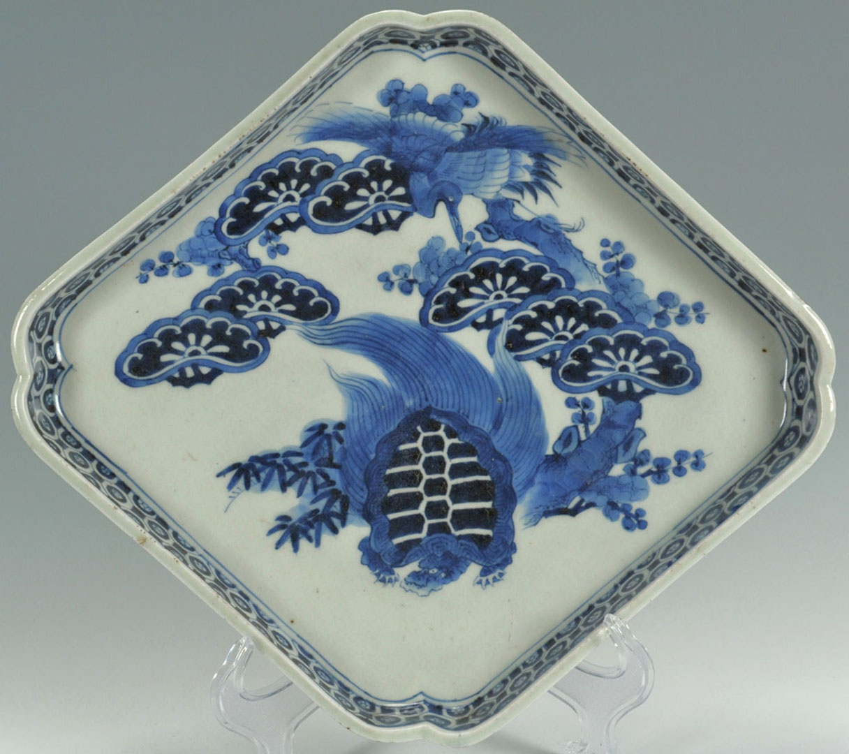 Lot 2872286: Chinese Covered Jar and Diamond shaped tray