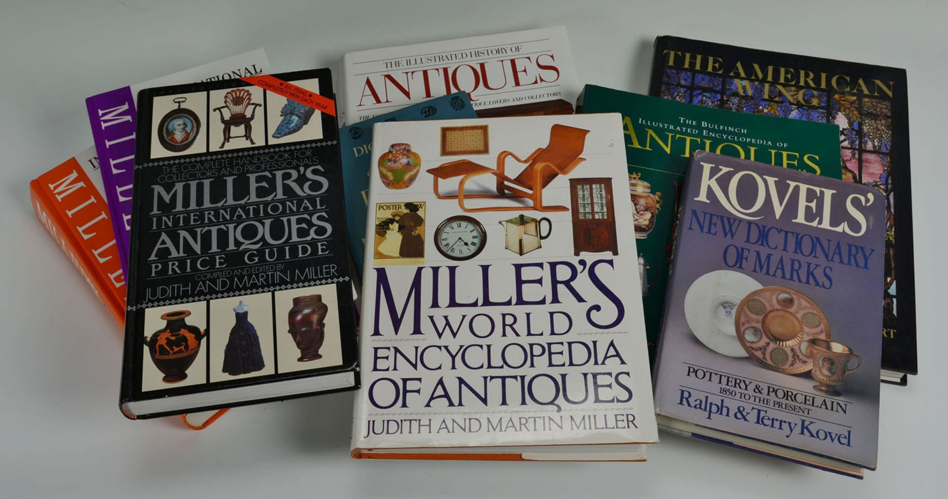 Lot 2872290: Grouping of 10 Antiques Reference Books