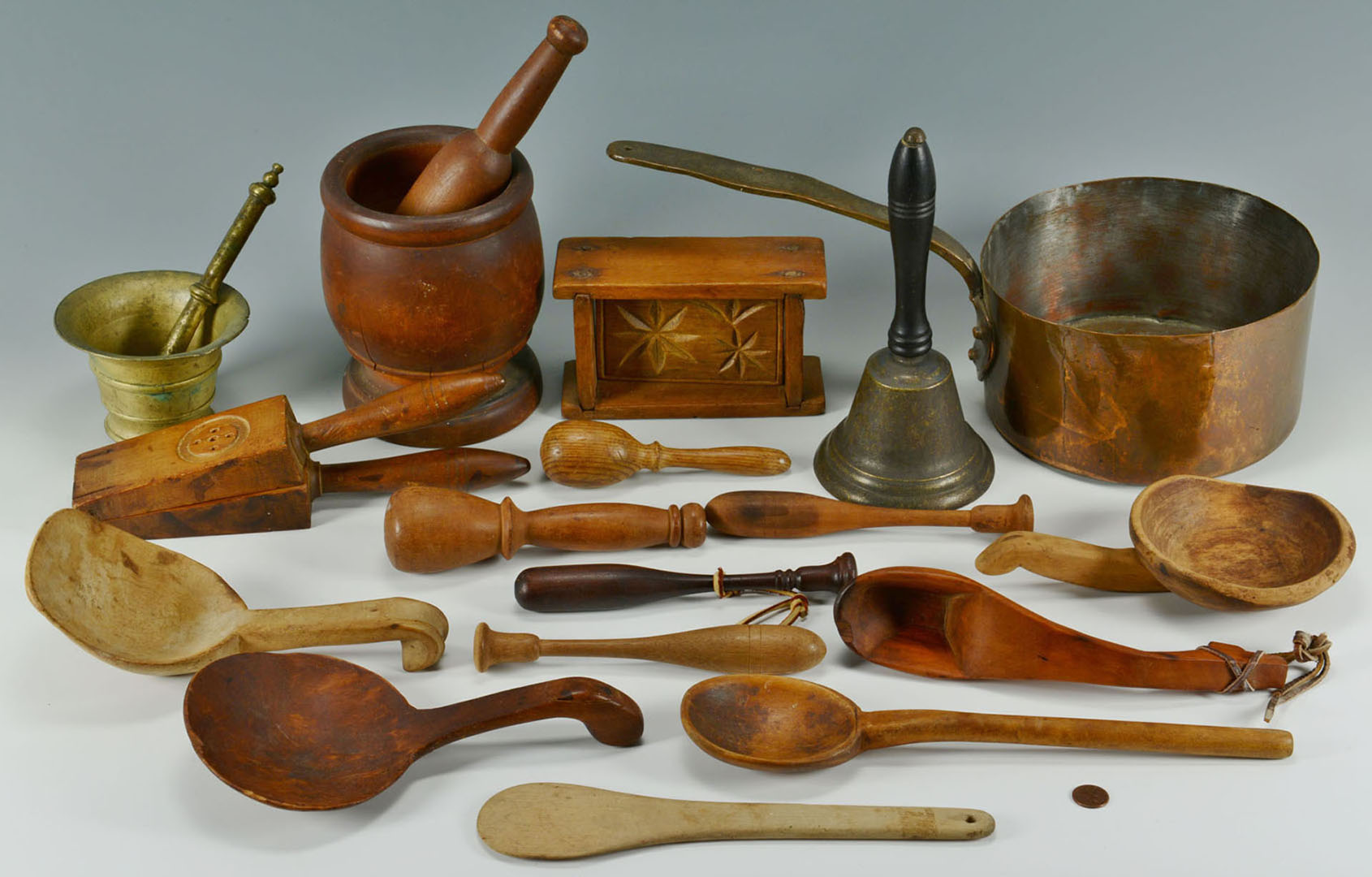Lot 2872303: Grouping of 17 Kitchen Items, Mostly Wooden