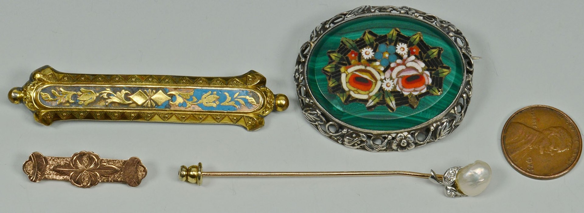 Lot 2872314: Group of 4 antique gold and silver pins