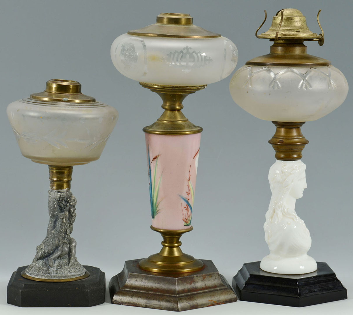 Lot 2872320: 3 Classical Oil Lamps