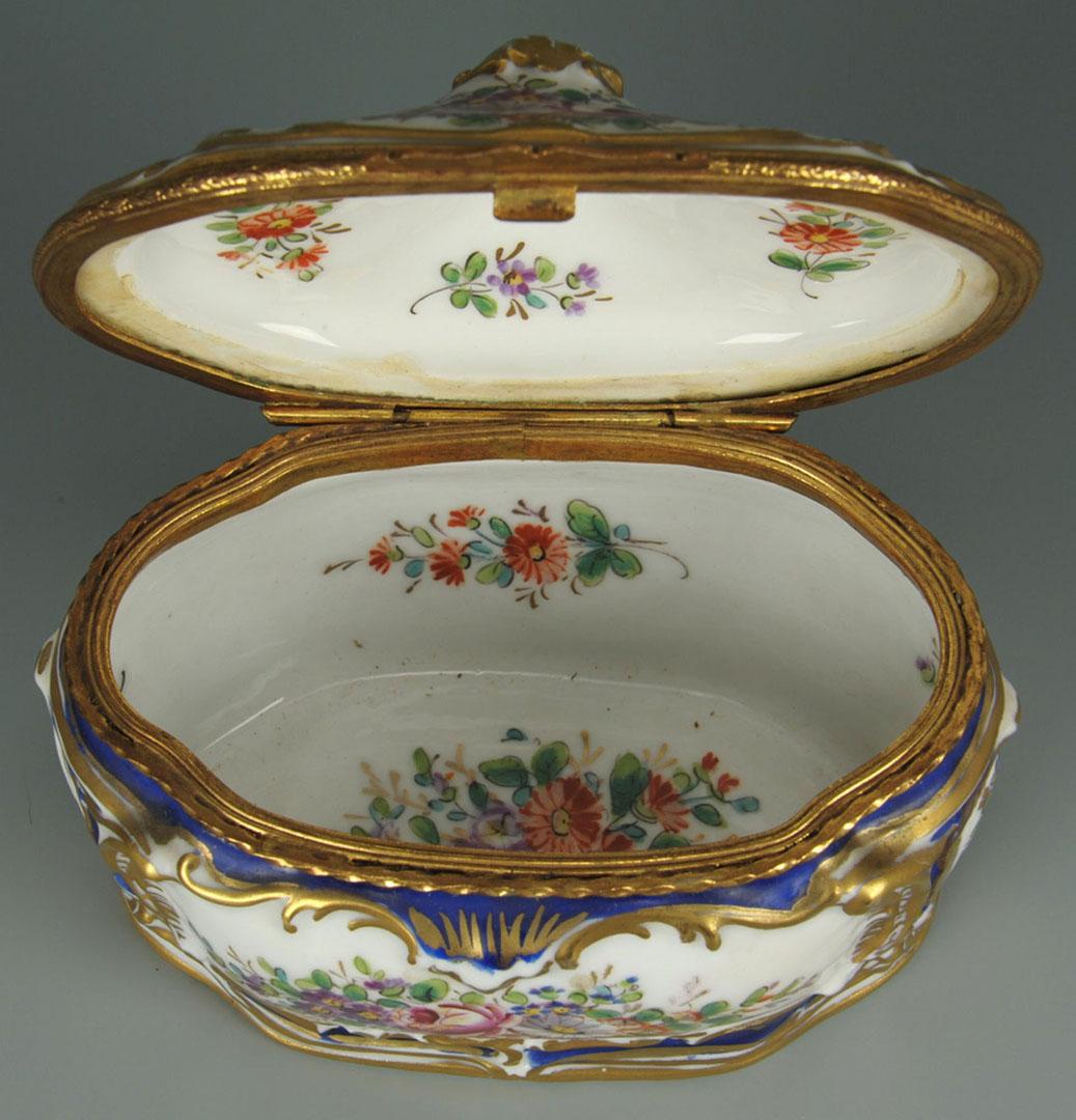 Lot 2872332: Four pieces Sevres style porcelain