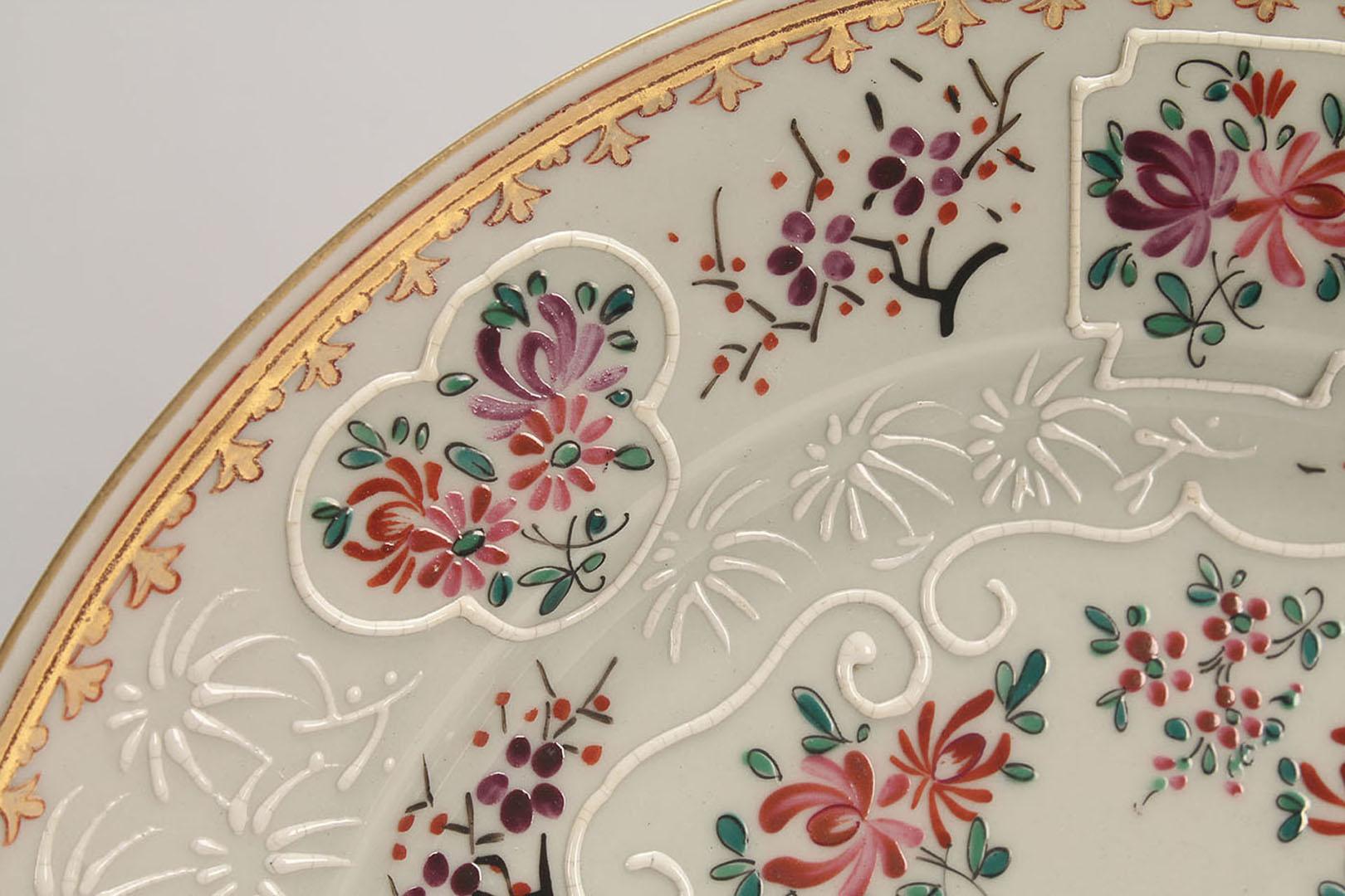 Lot 2872337: 3 Sampson Porcelain Armorial Plates