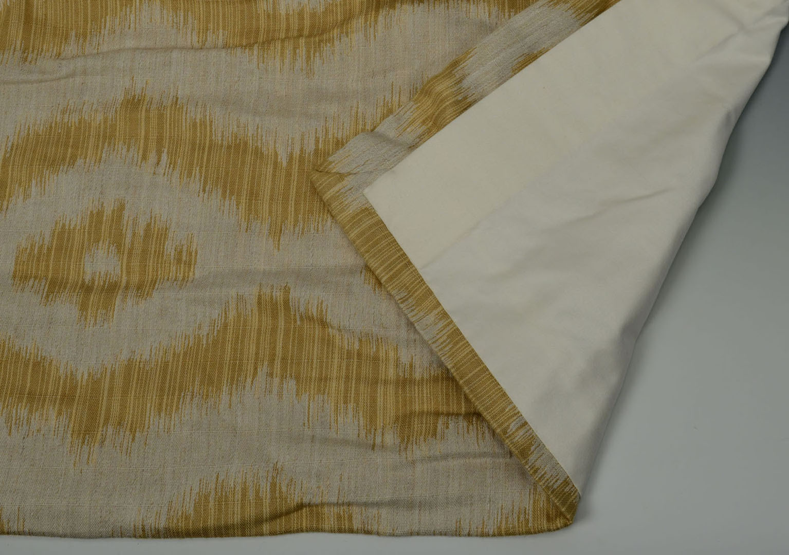 Lot 2872355: Hodsoll McKenzie draperies and wooden rods