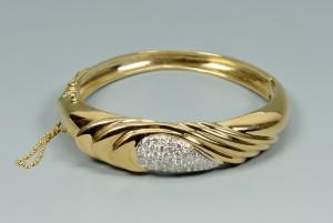 Lot 3088049: 14k Diamond Bangle Bracelet