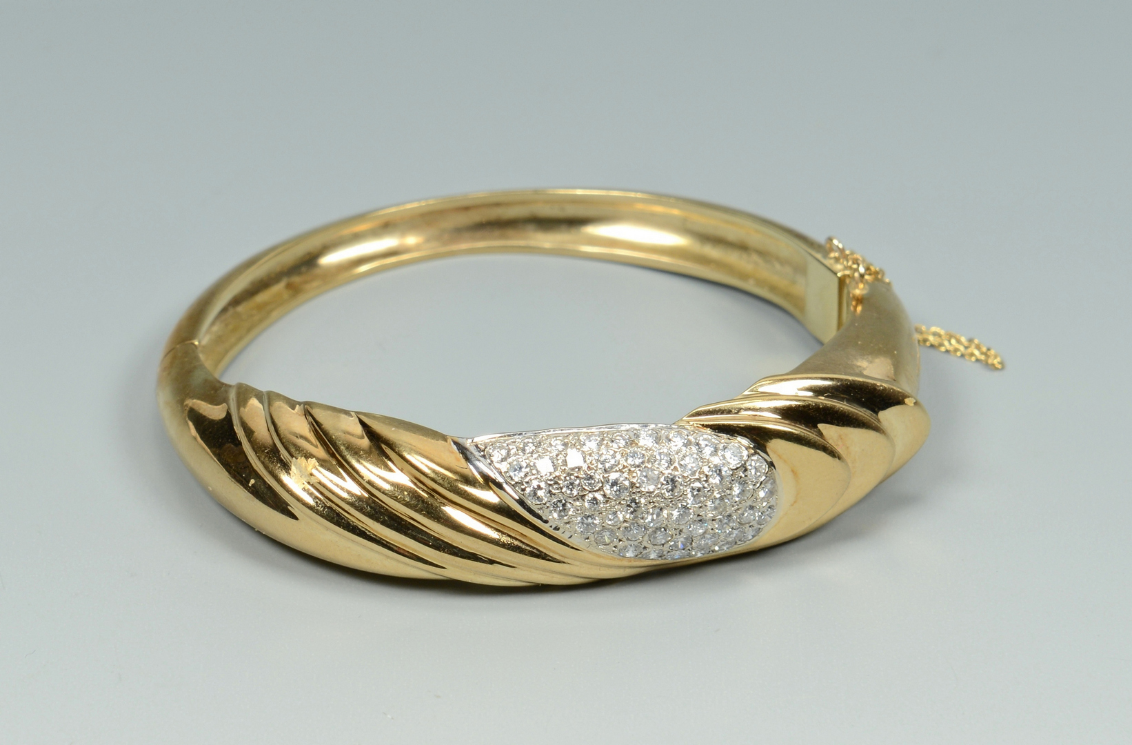 Lot 3088049: 14k Diamond Bangle Bracelet