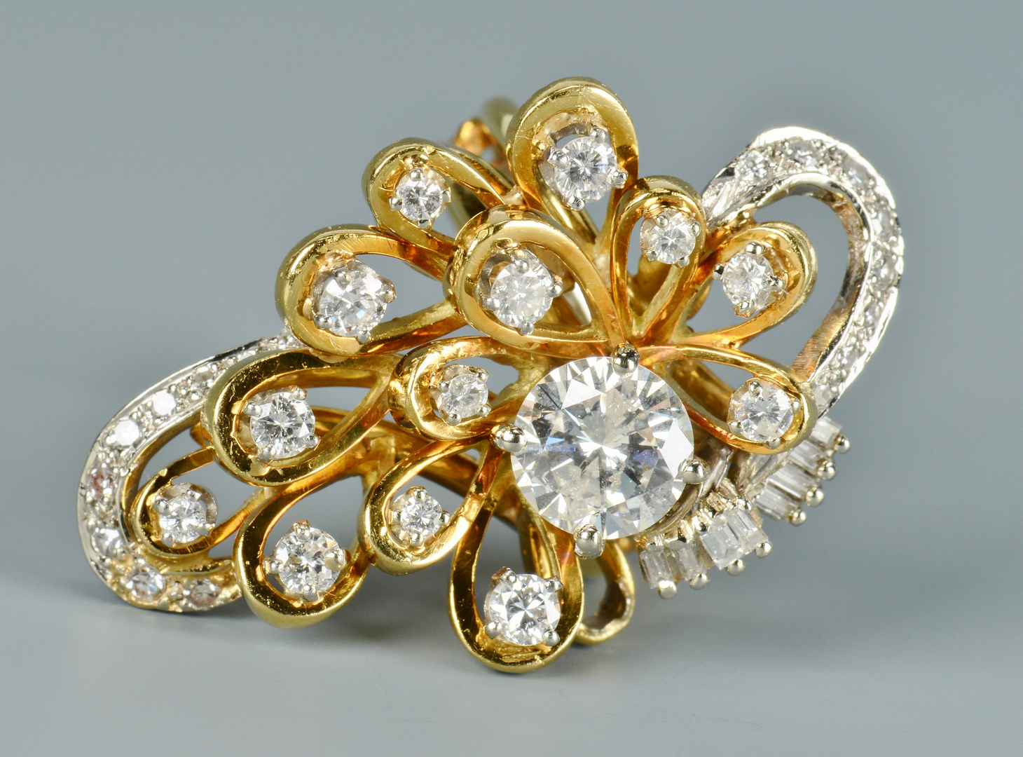 Lot 3088050: 18k Custom Cluster Diamond Ring