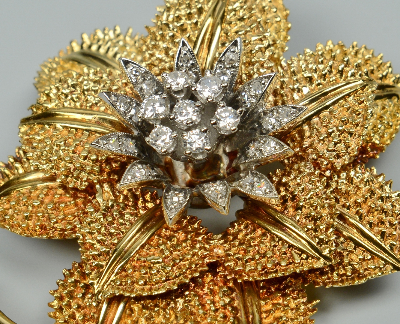 Lot 3088063: 14k Flower pendant/brooch w/ diamonds