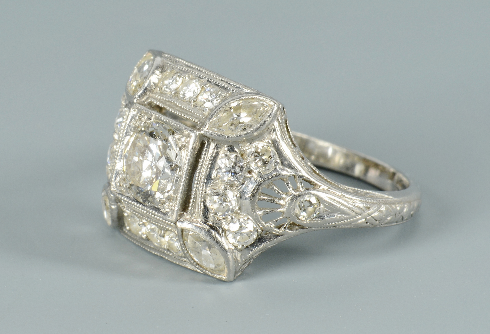 Lot 3088069: Art Deco Diamond Platinum Ring