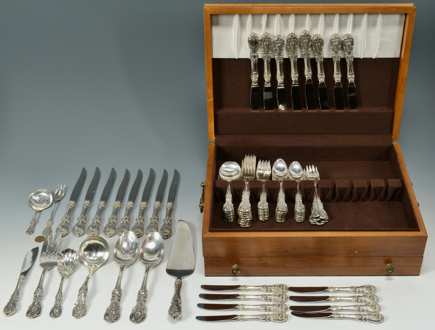 Lot 3088077: 81 pcs Reed and Barton Francis I Sterling Flatware