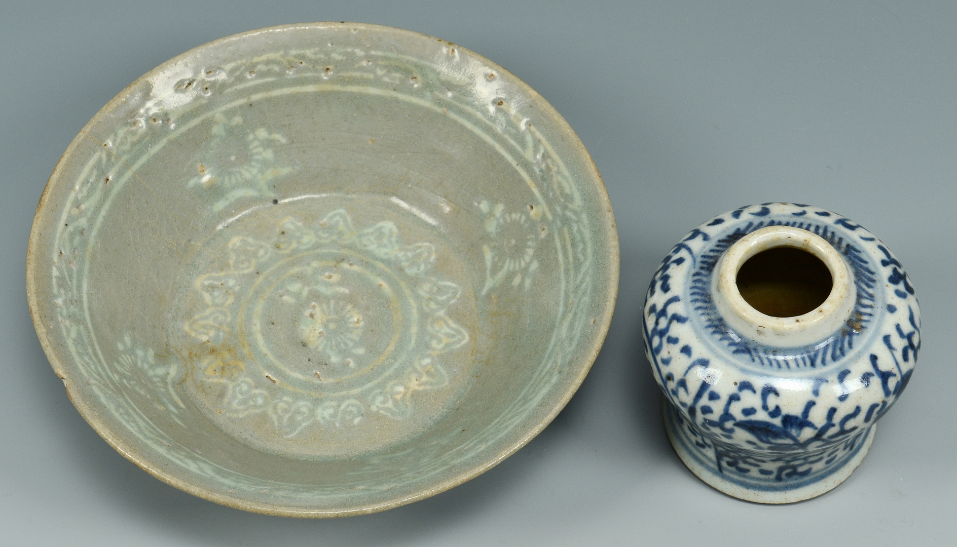 Lot 3088094: 4 pcs. Asian Ceramics, incl archaic celadon