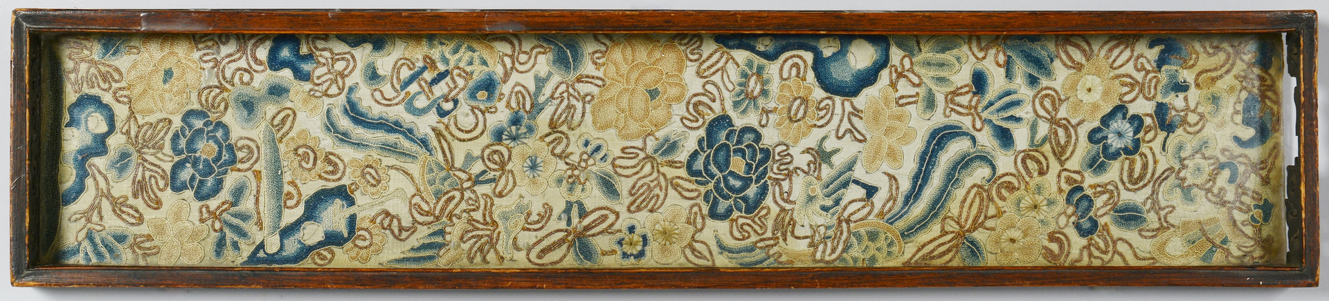 Lot 3088126: Chinese silk embroidered dragon badge & other