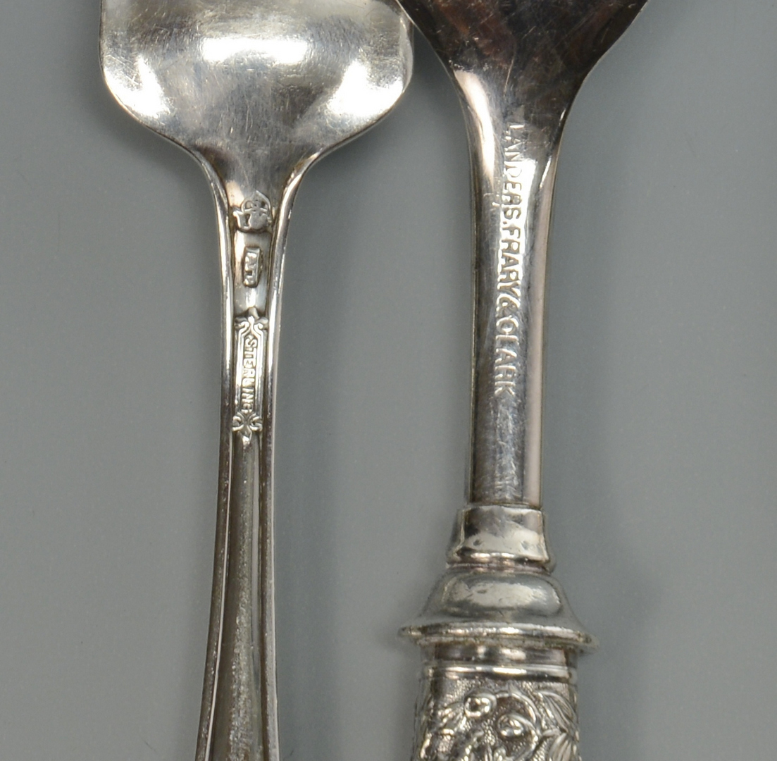 Lot 3088199: 28 pcs Silver Flatware inc. Mother of Pearl