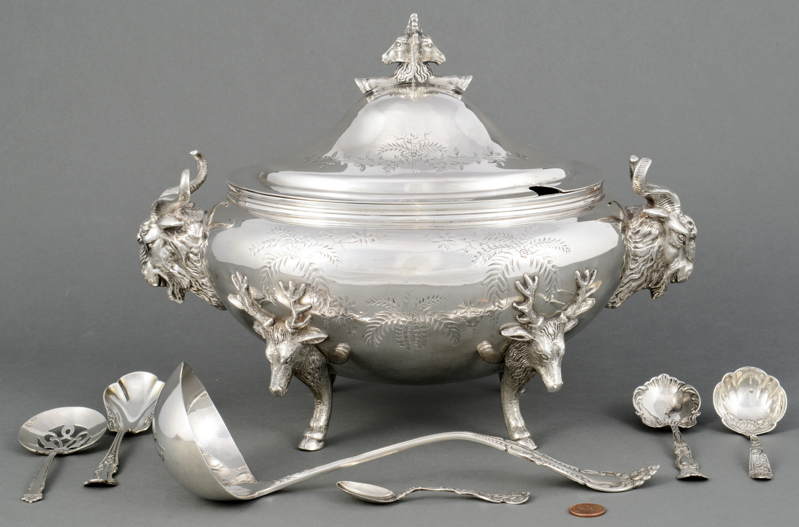 Lot 3088210: Meriden Stag Head Tureen plus silver flatware
