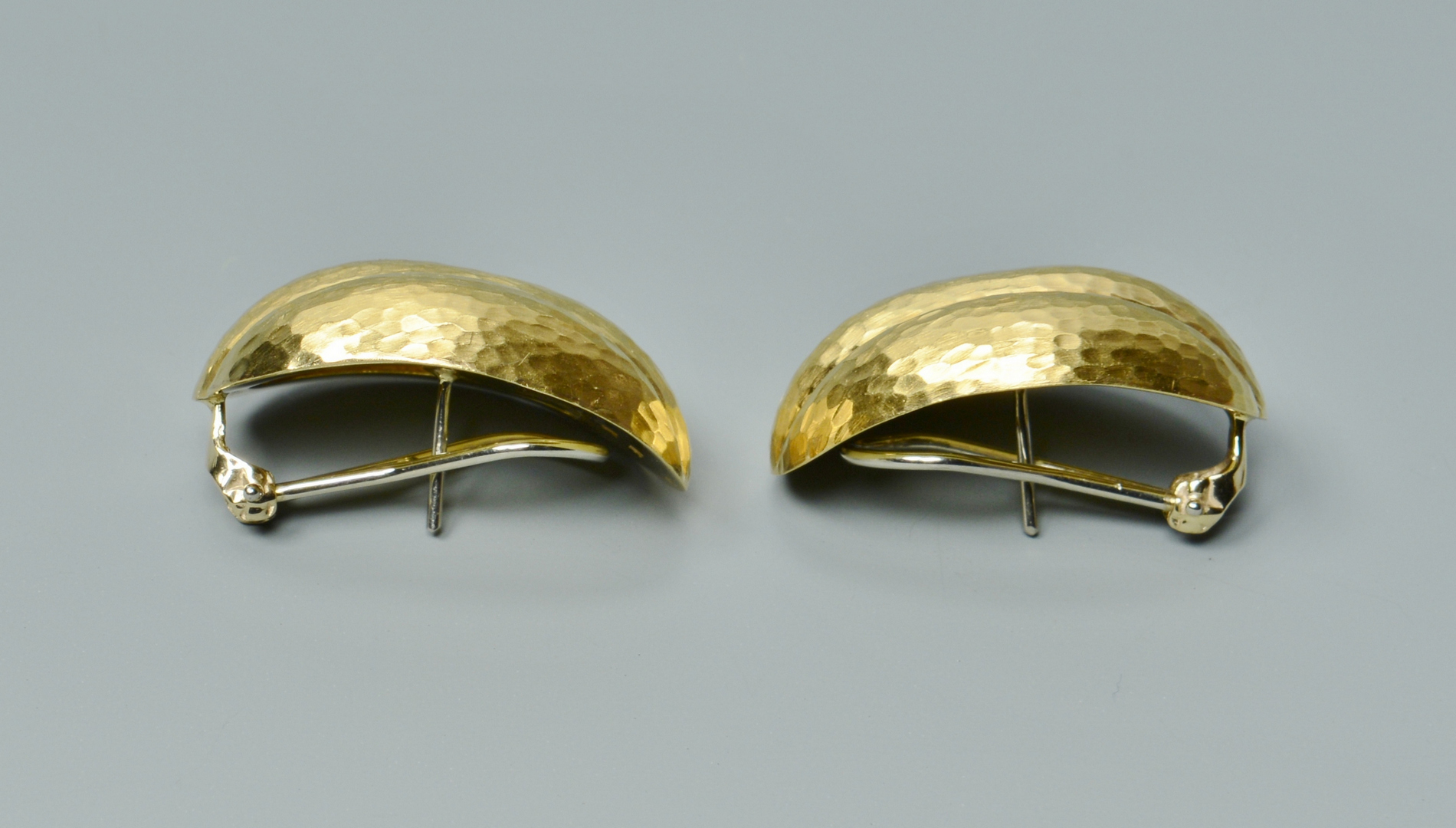 Lot 3088217: Pair 18k Hammered Earrings
