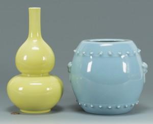 Lot 3088283: 2 Chinese Porcelain Vases