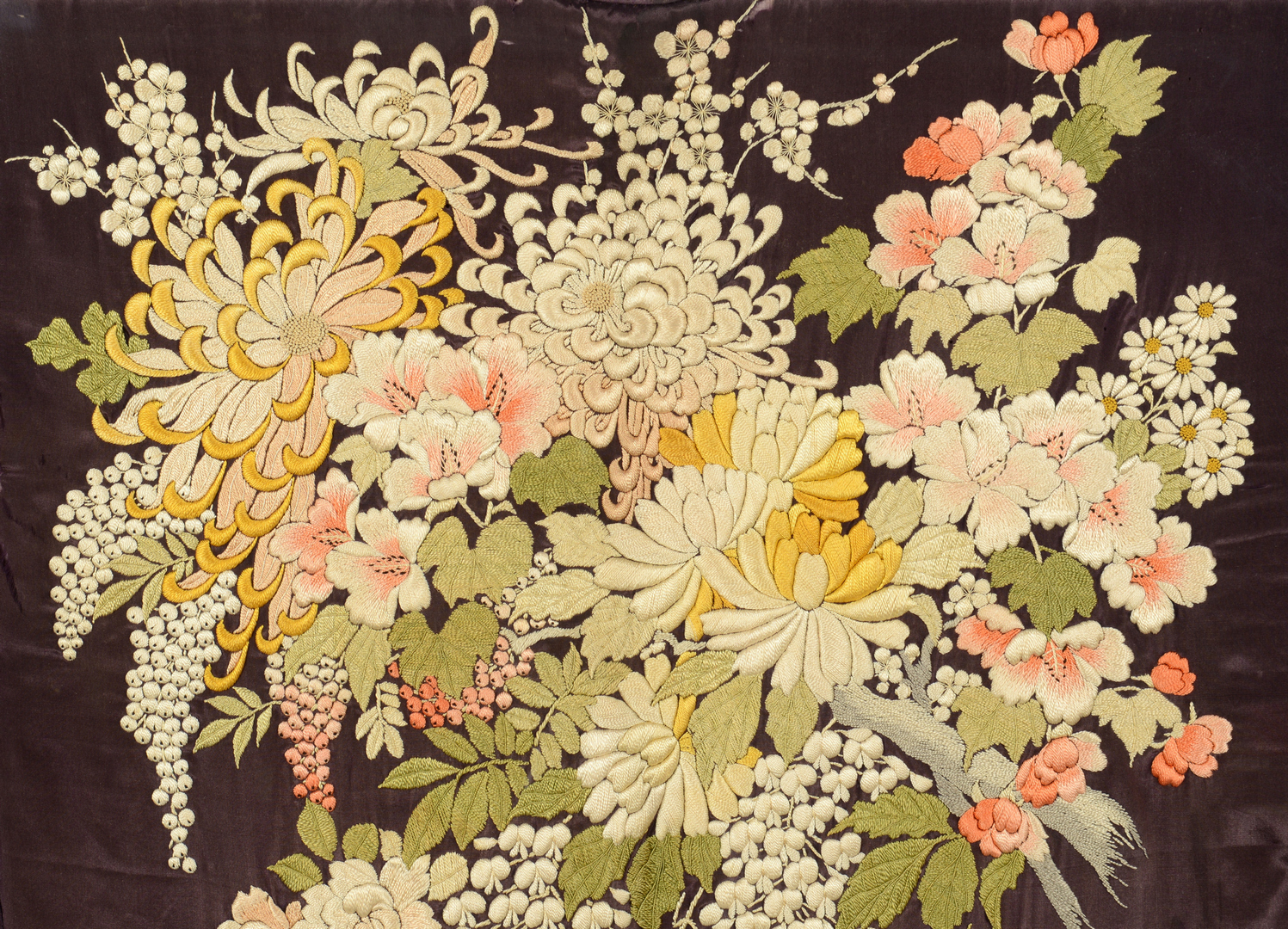 Lot 3088290: Framed Japanese silk embroidered Kimono