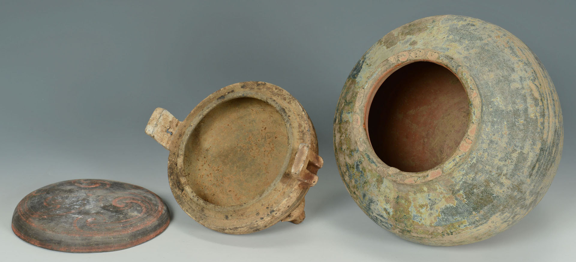 Lot 3088300: 2 Chinese Han Dynasty Pottery Vessels