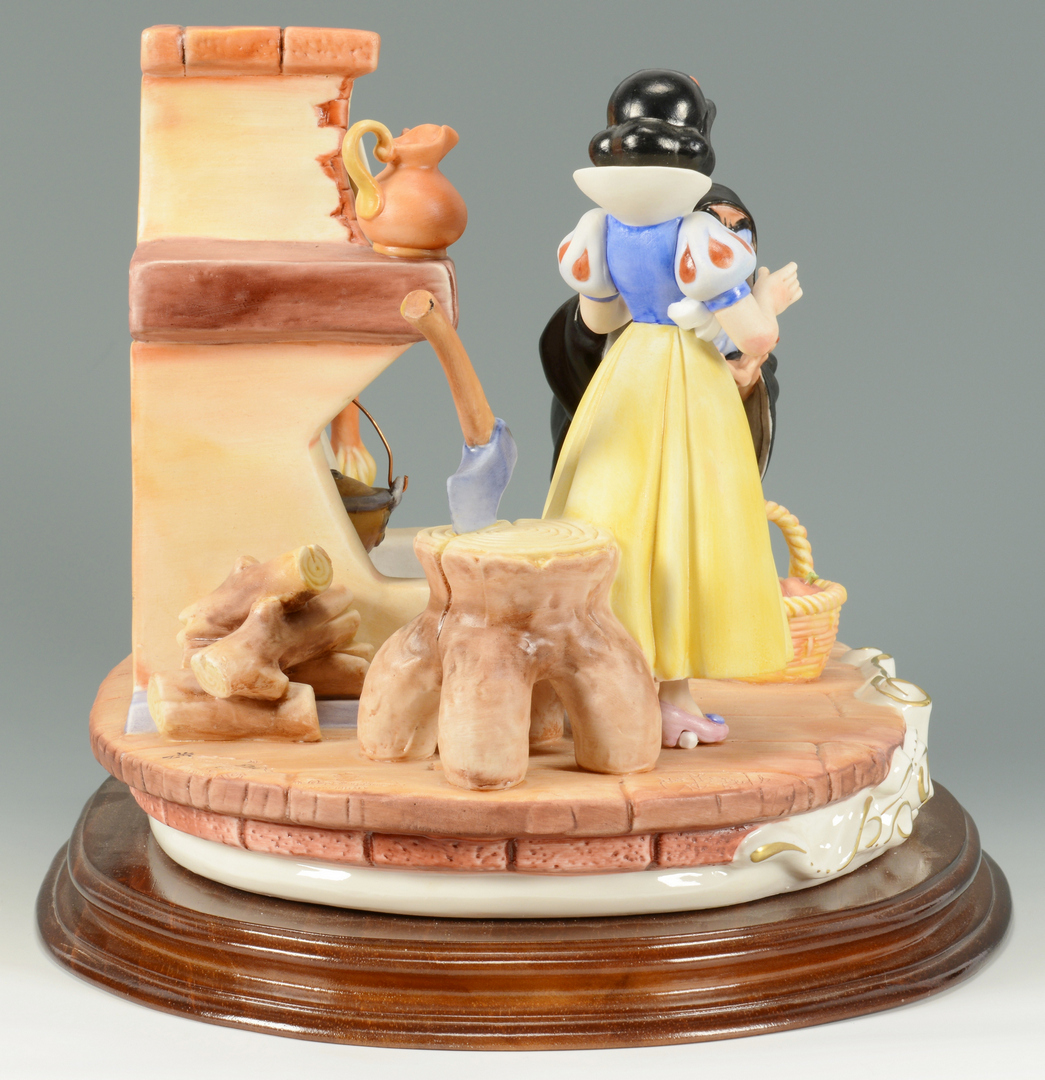 Lot 3088309: Capodimonte Disney Snow White & Witch Figural