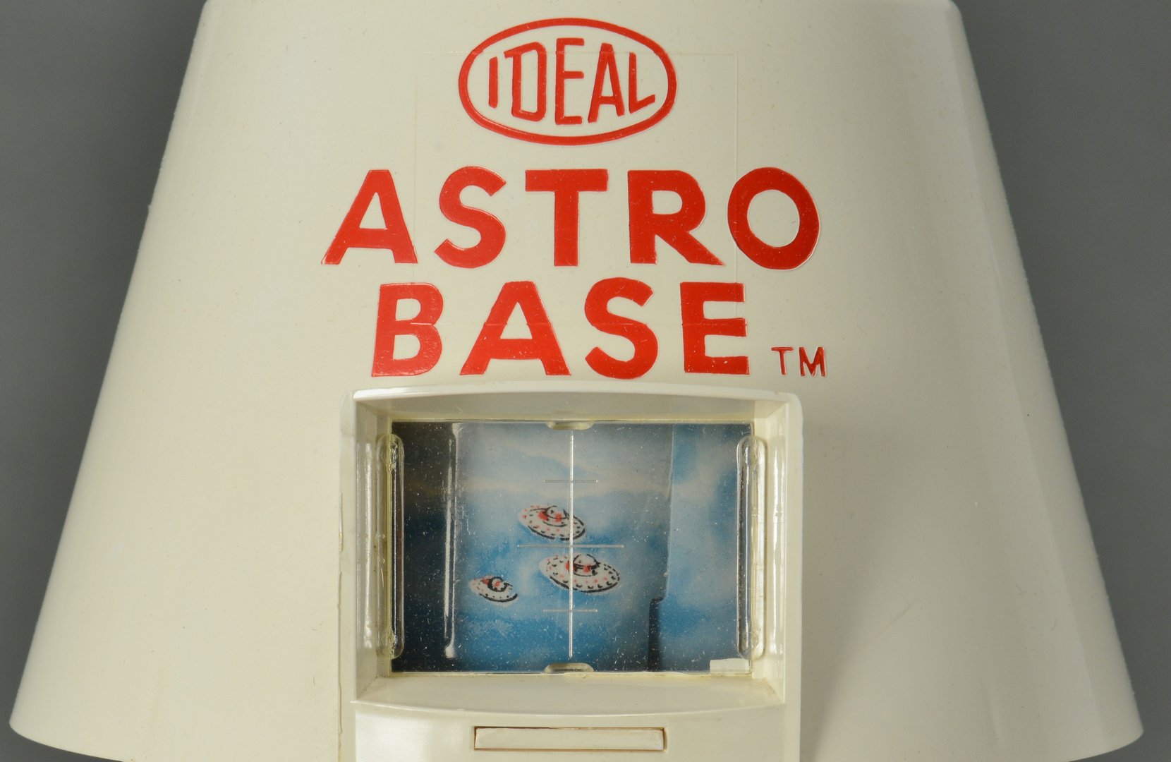 Lot 3088321: 1961 Ideal Astro Base & Count Down
