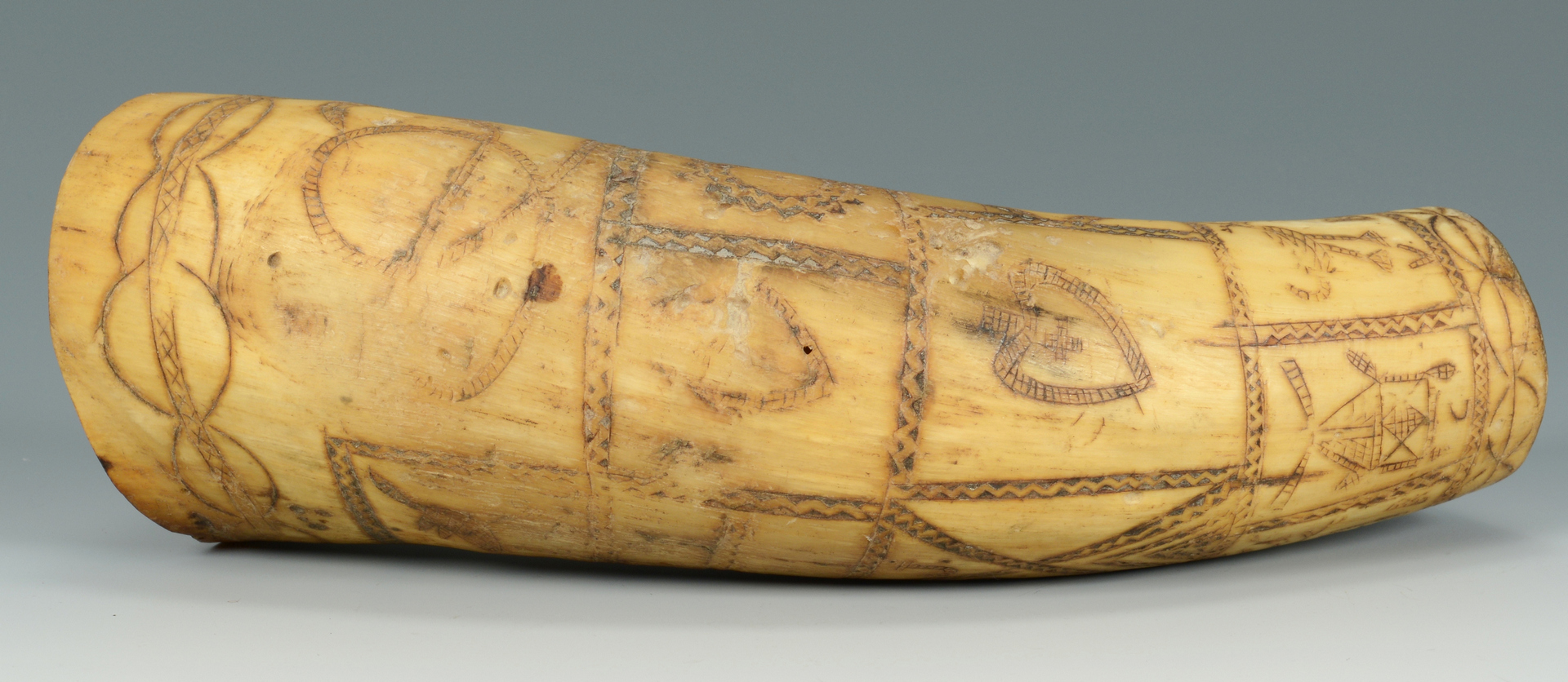 Lot 3088333: Folk Art Carved Powder Horn