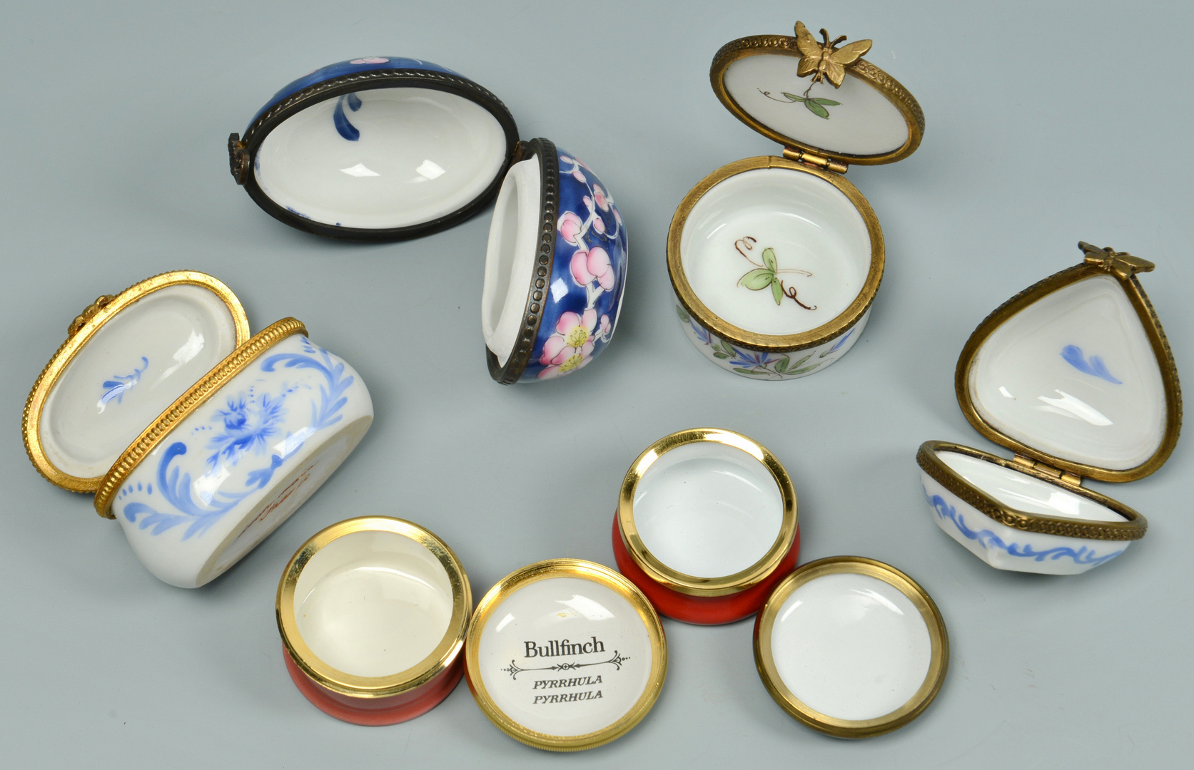 Lot 3088357: 19 enamel boxes incl floral, holiday, love notes