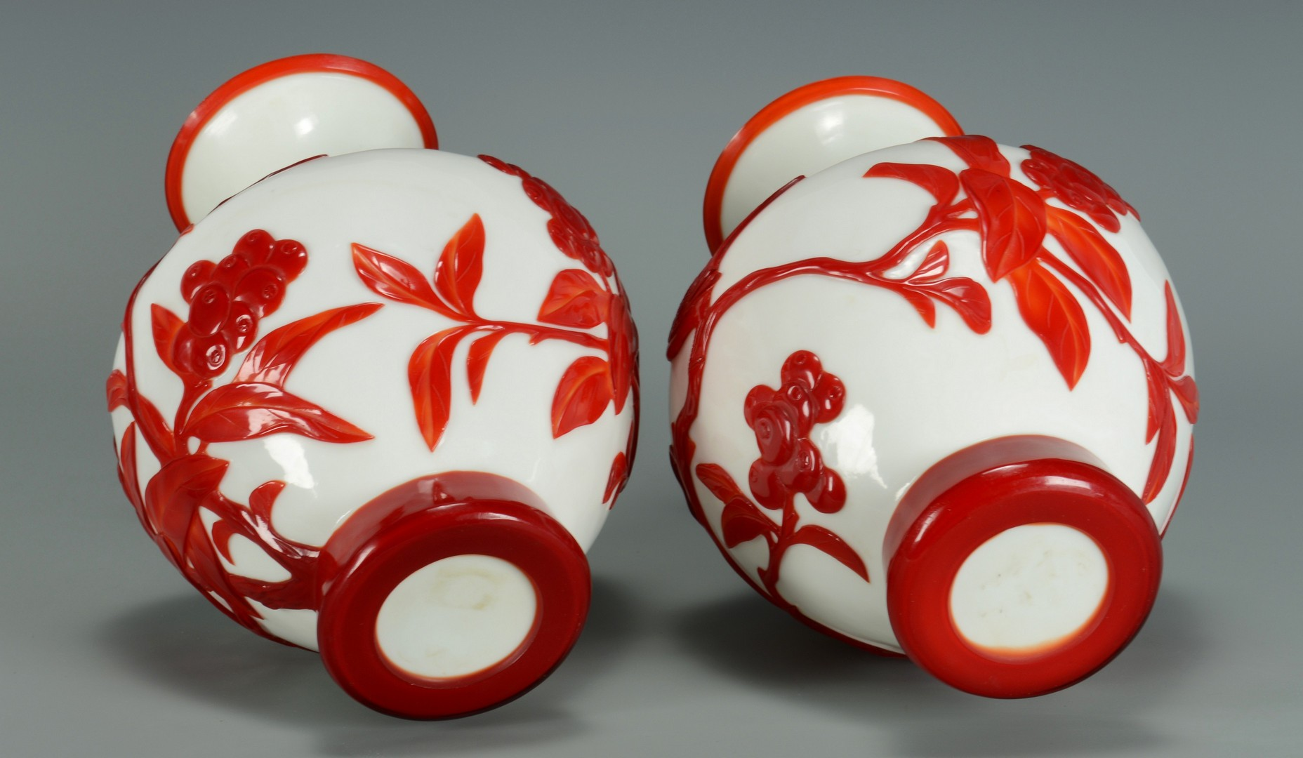 Lot 3383198: Pair Peking Glass Vases