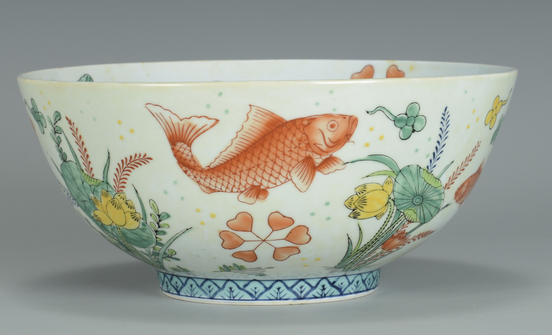 Lot 3383228 chinese fish bowl and blue white jardiniere for Chinese fish bowl