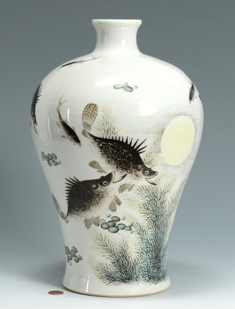 Lot 3383236: Chinese Mei Ping Fish Vase