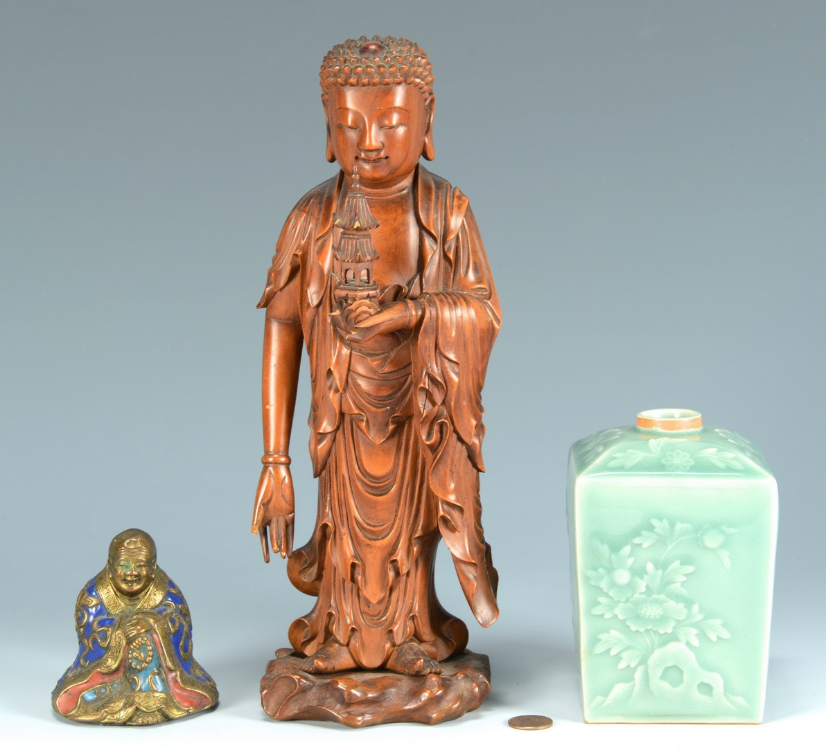 Lot 3383254: 2 Asian Figures and a Vase