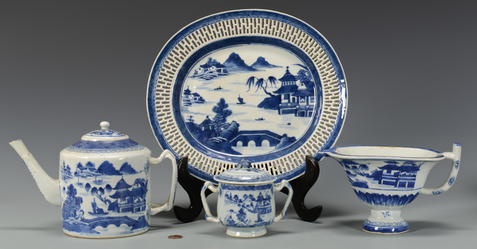Lot 10: Grouping of Canton Porcelain