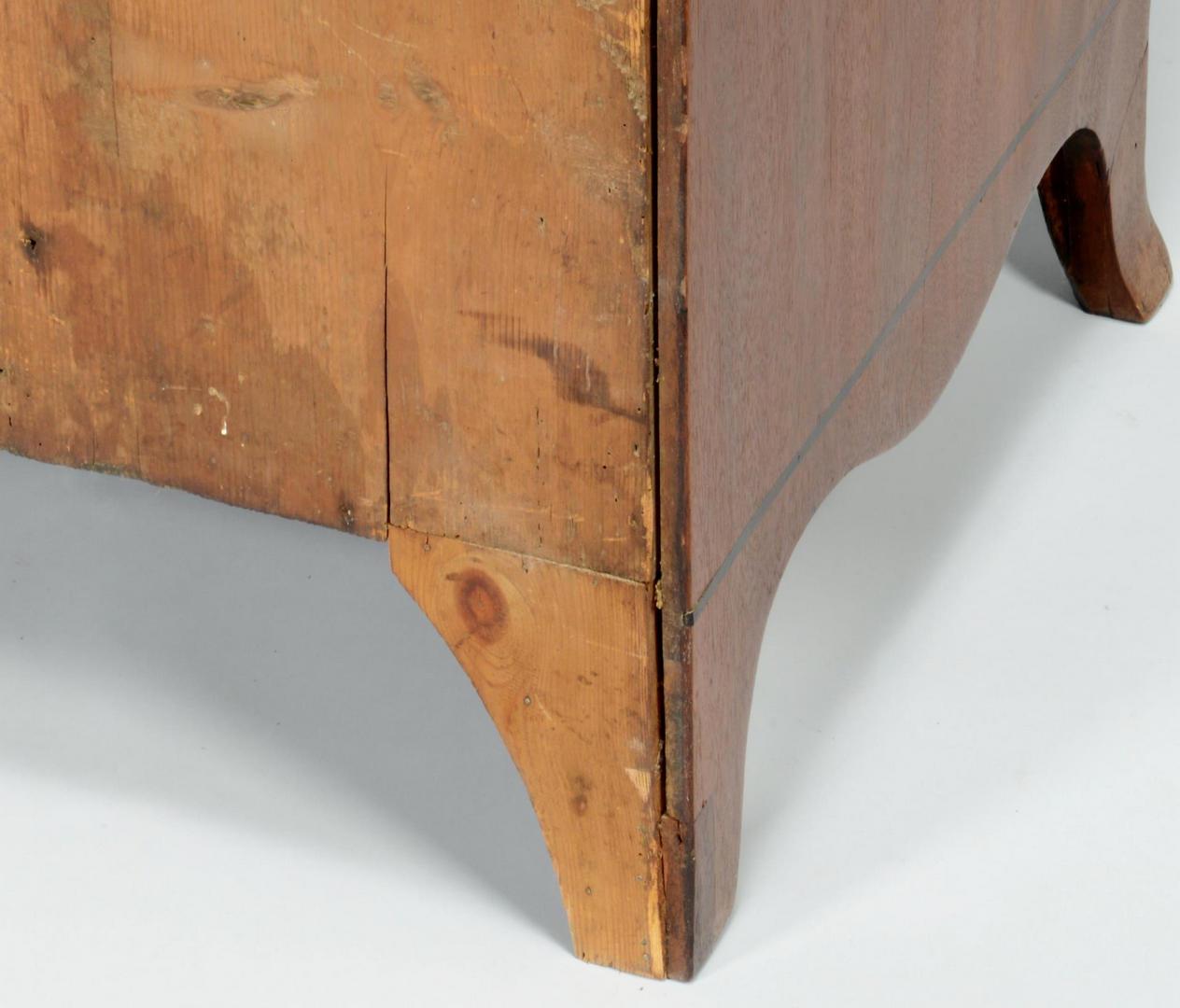 Lot 149: English Hepplewhite Chest of Drawers