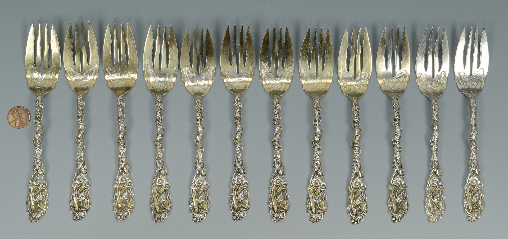 Lot 248: 12 sterling Gorham Hizen forks