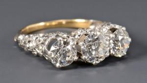 Lot 264: 3-stone OMC Diamond Ring