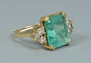 Lot 265: 18K Emerald & Diamond Ring