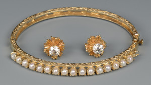 Lot 266: 14K dia studs w/ pearl bangle