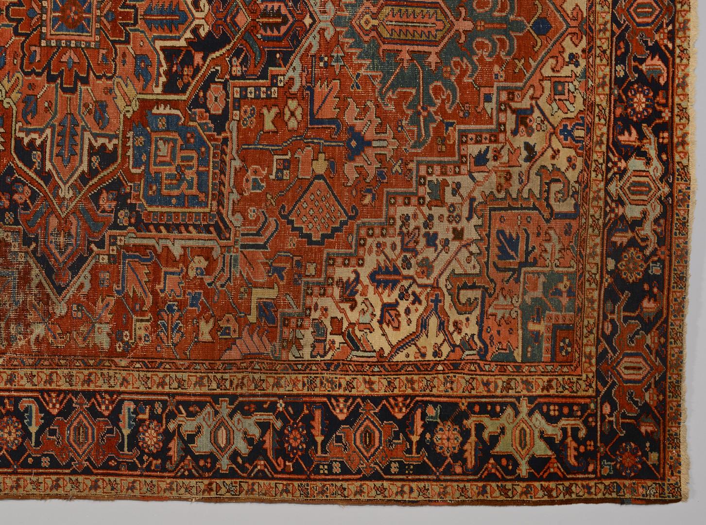 Lot 318: Heriz carpet, 11.6 x 9