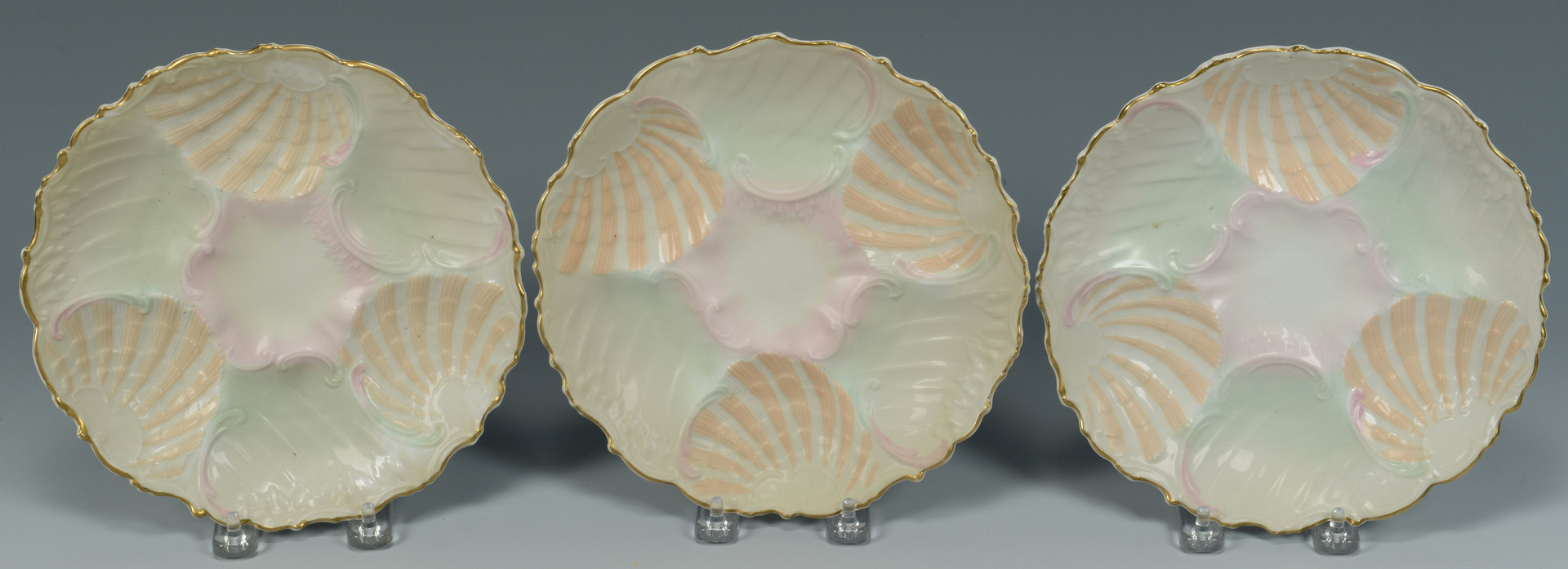 Lot 348: 12 Oyster Plates (11 plus 1)
