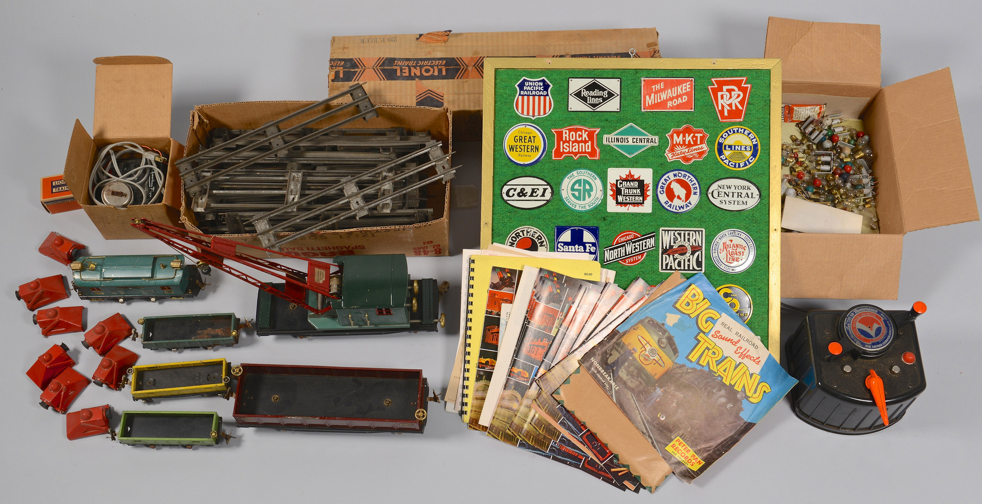 Lot 469: Group of Lionel Train Related Items