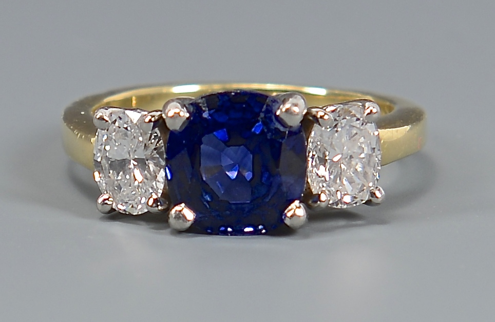 Lot 47: 18K Platinum Sapphire Diamond Ring