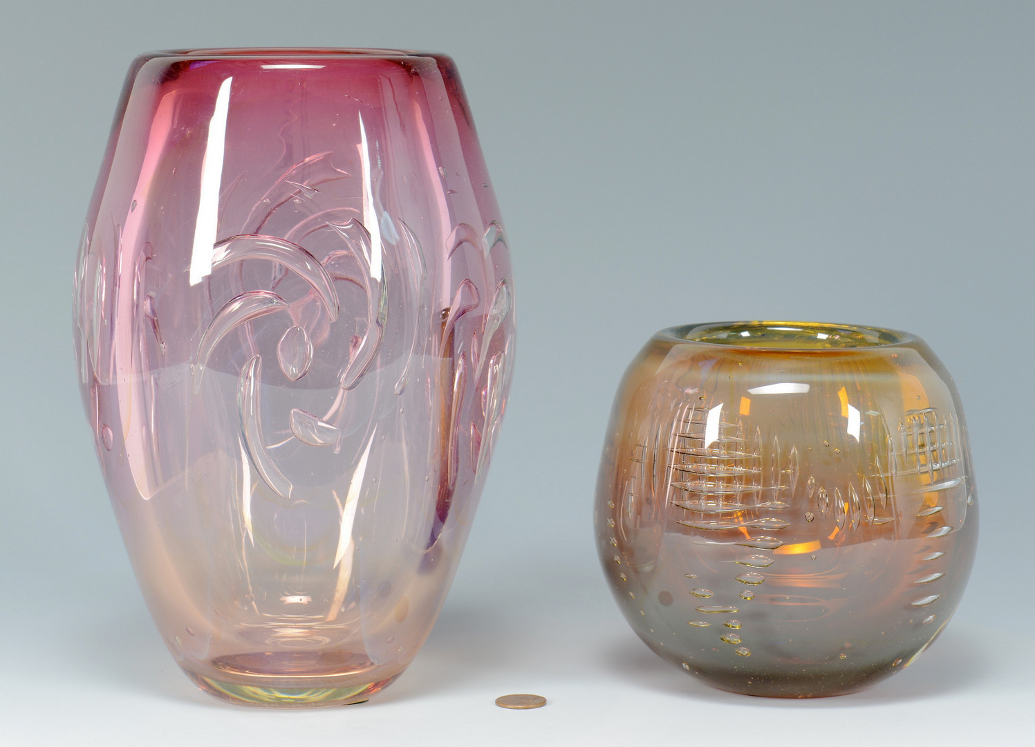 Lot 483: David Huchthausen Art Glass bowl & vase