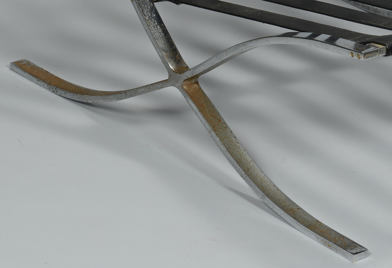 Lot 526: 3 Modern Chrome Furniture Items
