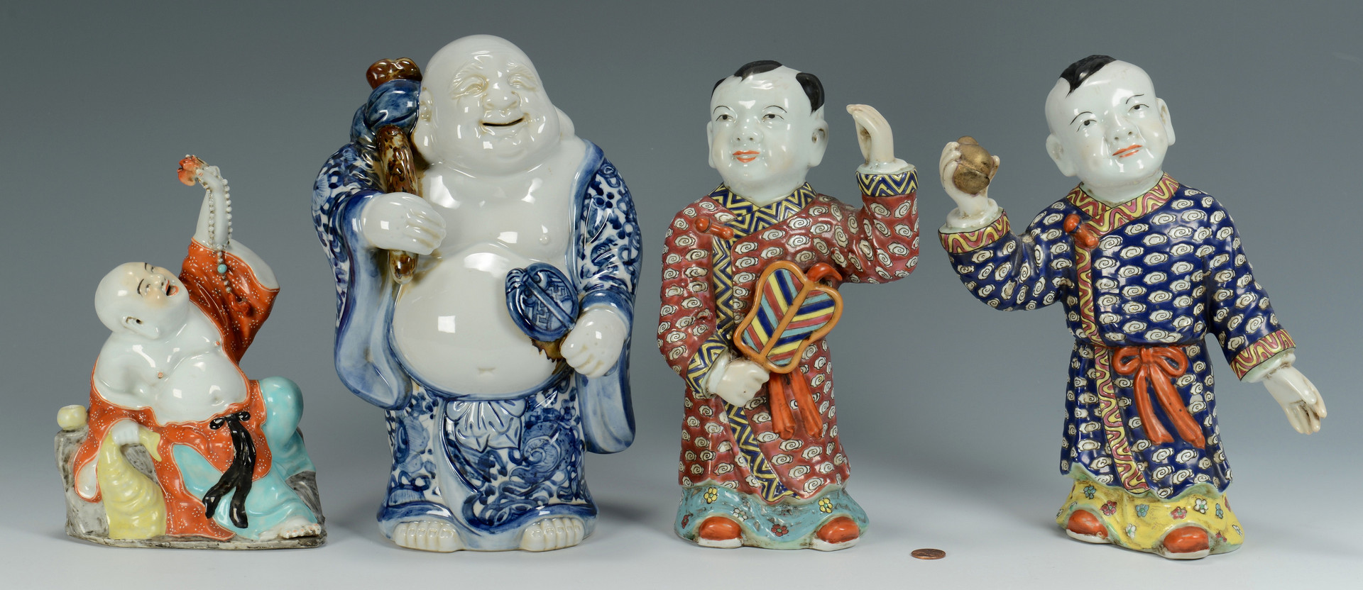 Lot 565: 4 Chinese Porcelain Figures